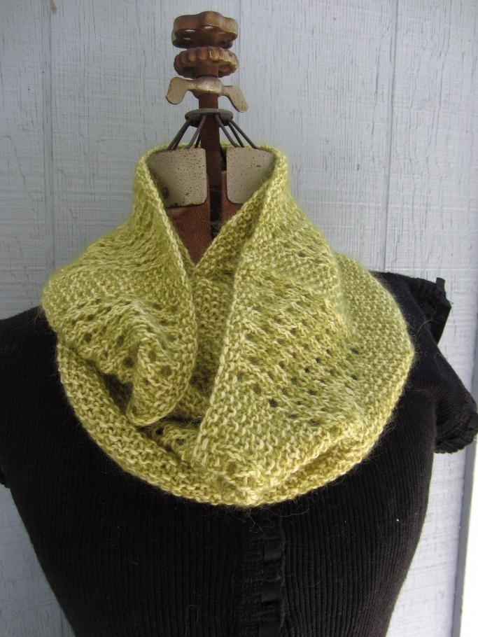 KC Knit Lace and Seed Cowl photo